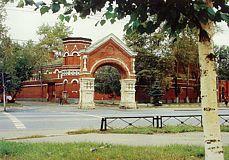 Группа MODUL выполнила проект освещения центрального фасада Покровского женского монастыря в Москве.